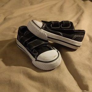 Airwalk baby sneakers size 6